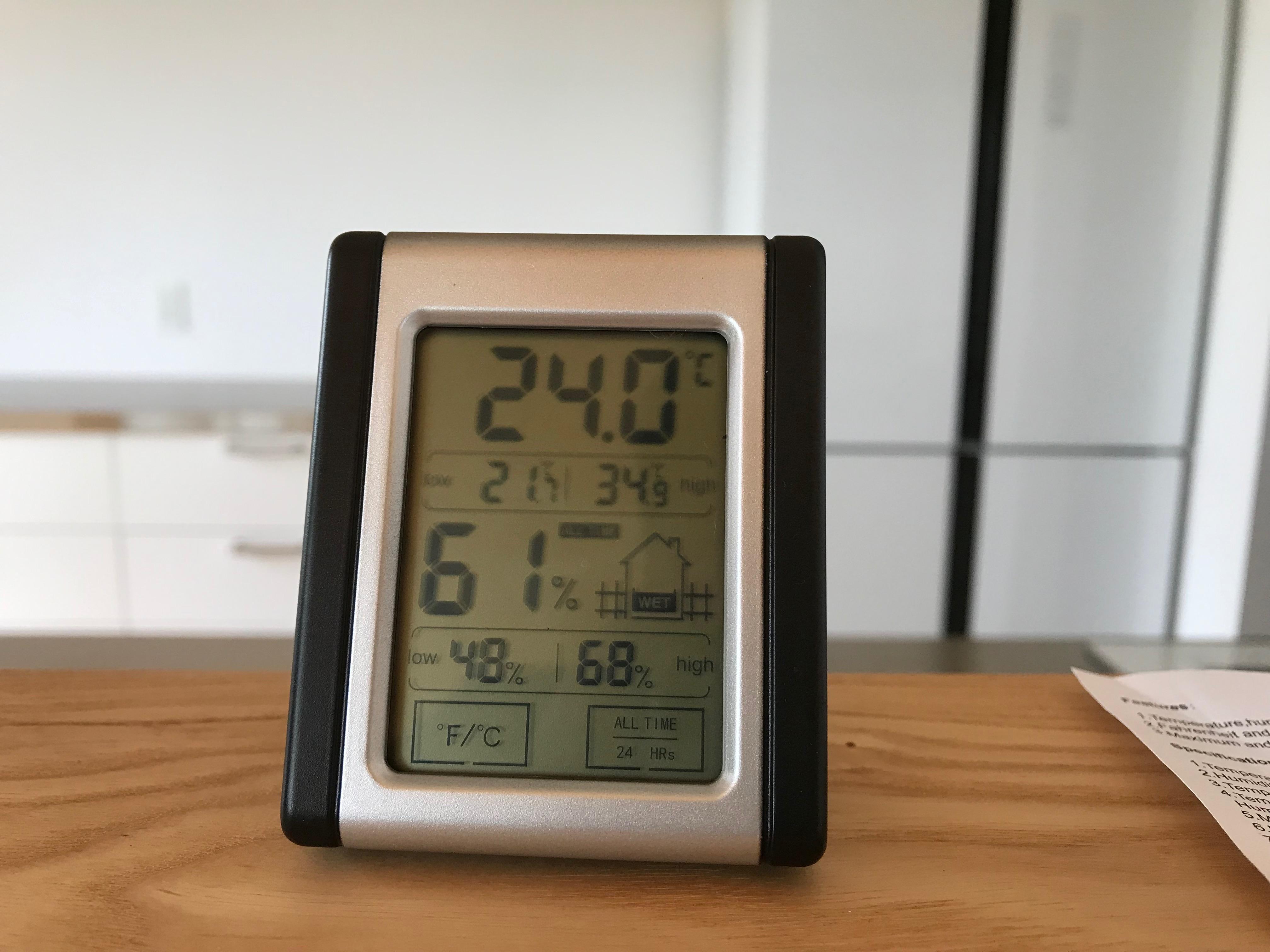 置かれている環境を確認できる温湿度計。b.c. サーモ&ハイグロメーター